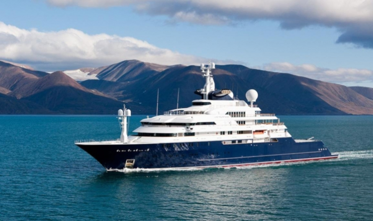 The benefits of the explorer yachts: a private floating resort dedicated to expeditions!